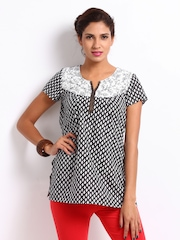 Aurelia Women White & Black Printed Kurti