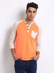 Breakbounce Men Orange & Off-White Benoni Buddy Regular Fit T-shirt