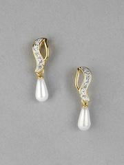 Estelle Women Gold Coloured Earring