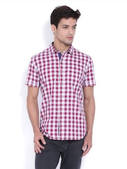 Highlander Men White & Red Checked Slim Fit Casual Shirt