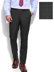 INVICTUS Men Grey Checked Tailored Fit Formal Trousers