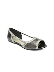 La Briza Women Gunmetal Toned Sandals