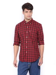 Levis Men Red & Black Checked Slim Fit Casual Shirt