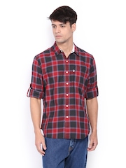 Levis Men Red & Green Checked Slim Fit Casual Shirt