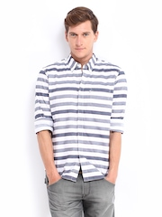 Levis Men White & Navy Striped Slim Fit Casual Shirt