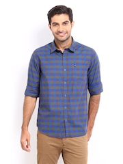 Oxemberg Men Blue & Olive Green Checked Slim Fit Casual Shirt