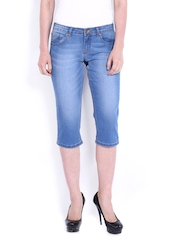 People Women Blue Slim Fit Denim Capris