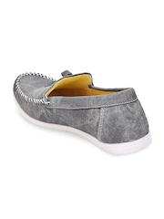 Quarks Men Grey Loafers