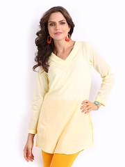 Rangriti Women Off-White Kurti