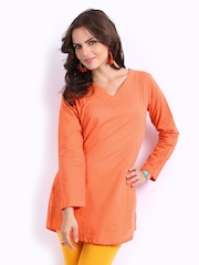 Rangriti Women Orange Kurti