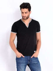 Roadster Men Black T-shirt