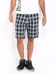 Roadster Men Green & Black Checked Shorts