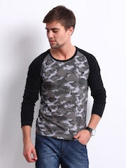 Roadster Men Grey Camouflage Print T-shirt