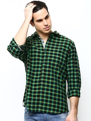 Turtle Men Green & Black Slim Fit Checked Casual Shirt
