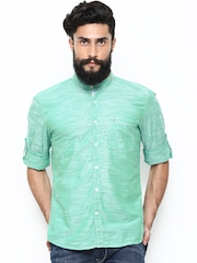 Turtle Men Green Slim Fit Casual Shirt