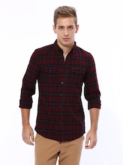 United Colors of Benetton Men Maroon & Black Checked Casual Shirt