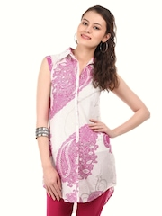 W Women White & Pink Paisely Printed Kurti