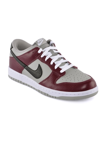 Nike Men Dunk Low Maroon Casual Shoes
