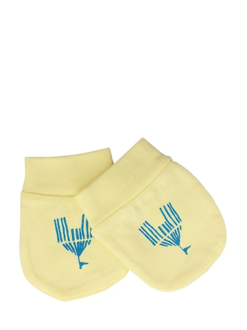 Madagascar 3 Infant Boys Yellow Mittens