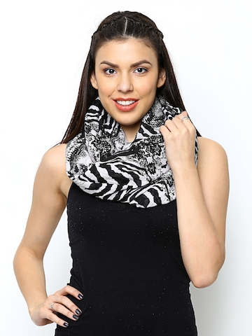 ONLY Women Grey & Black Printed Snood at myntra