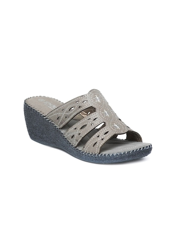 Senorita Women Grey Wedges