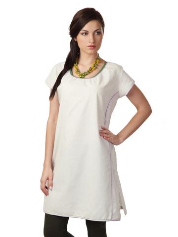 Sritika Women Off White Kurta