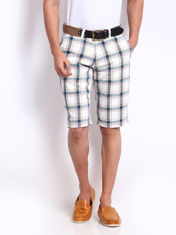 U.S. Polo Assn. Men White & Navy Checked Slim Fit Shorts at myntra