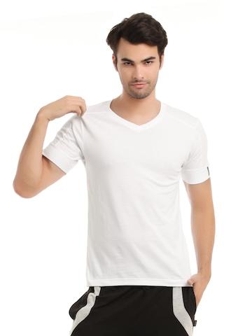 Hanes Men White DuoDry Body Fit V-Neck T-shirt