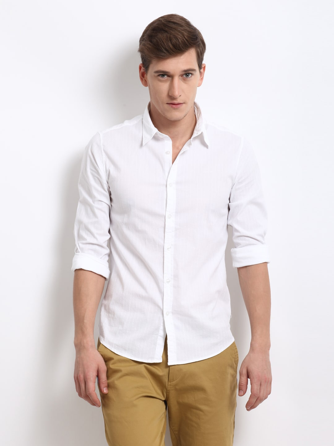 The basic white tee is a wardrobe workhorse. Here, find the right t-shirt for your style and budget. Not all white tees are made the same. The basic white tee is a wardrobe workhorse. Here, find the right t-shirt for your style and budget. The Best (Not Too Sheer) White T-Shirt Options.