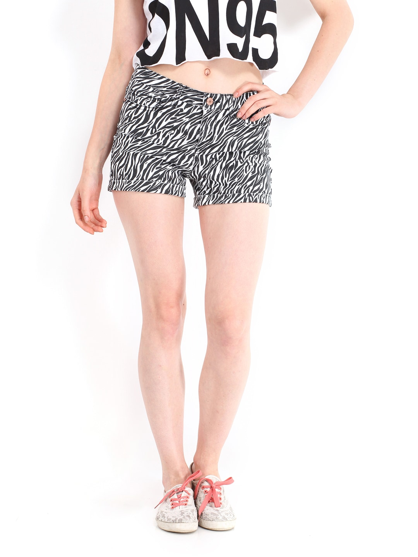 Noisy May by Vero Moda Women White & Black Printed Shorts