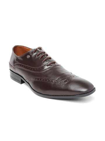 INVICTUS Men Brown Pointy-Toed Leather Brogues at myntra