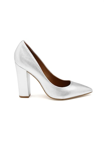 Steve Madden Women Silver Pumps at myntra