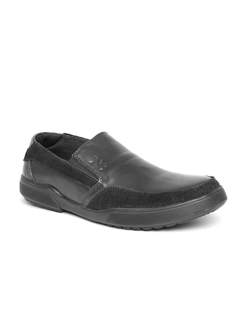 Numero Uno Men Black Solid Leather Slip-On Sneakers at myntra