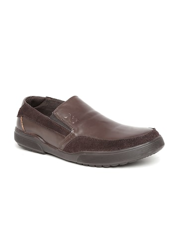 Numero Uno Men Brown Solid Leather Slip-On Sneakers at myntra