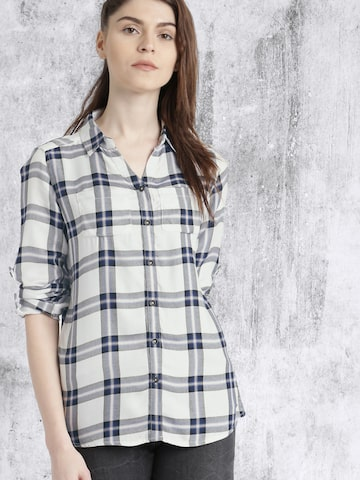 Roadster Women White Regular Fit Checked Casual Shirt at myntra
