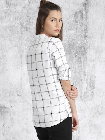 Roadster Women White & Black Regular Fit Checked Casual Shirt at myntra