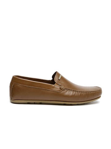 Tommy Hilfiger Men Brown Textured Leather Loafers at myntra