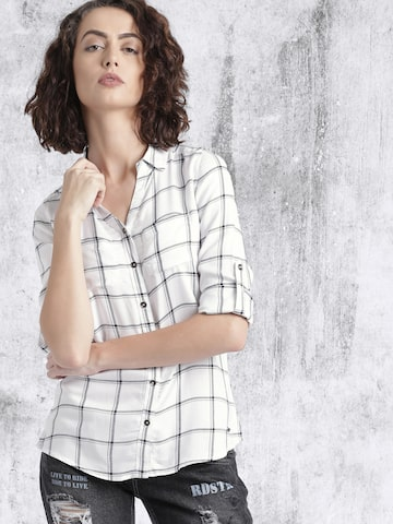 Roadster Off-white Checked Casual Shirt at myntra