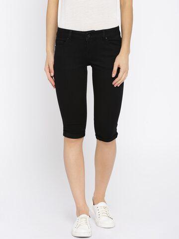 Deal Jeans Black Skinny Fit Denim Capris at myntra