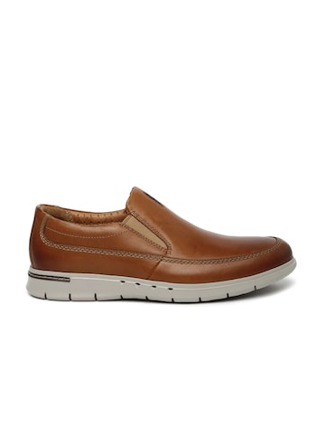 Clarks Unstructured Men Tan Brown Easy Leather Unbyner Slip-On Sneakers at myntra
