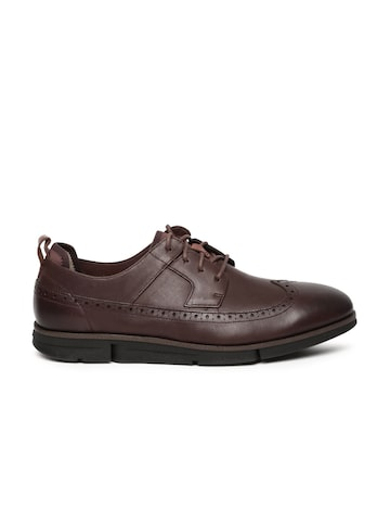 Clarks Men Brown Trigen Limit Chestnut Brogues at myntra