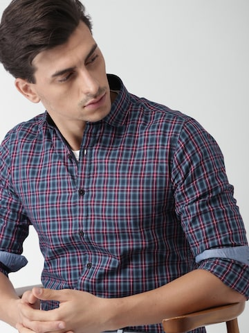 INVICTUS Men Blue & Maroon Slim Fit Checked Casual Shirt INVICTUS Shirts at myntra