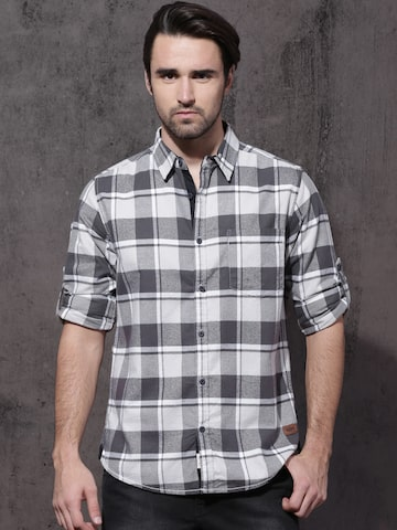 Roadster Men Grey & White Slim Fit Checked Casual Shirt Roadster Shirts at myntra