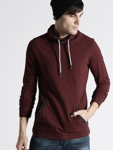 s.Oliver Men Maroon Solid Slim Fit T-shirt s.Oliver Tshirts at myntra