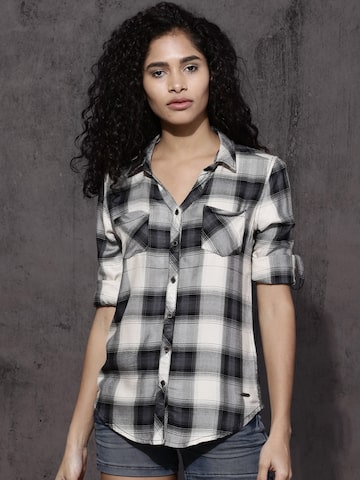 Roadster Women Cream & Black Regular Fit Checked Casual Shirt Roadster Shirts at myntra