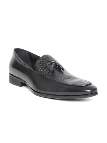 San Frissco Luxor Men Black Textured Leather Tasselled Loafers San Frissco Formal Shoes at myntra