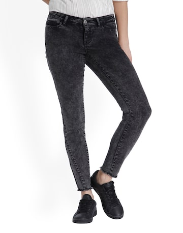 Vero Moda Women Charcoal Grey Slim Fit Low-rise Clean Look Jeans Vero Moda Jeans at myntra