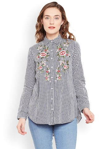 Oxolloxo Women Off-White & Black Regular Fit Checked Casual Shirt Oxolloxo Shirts at myntra