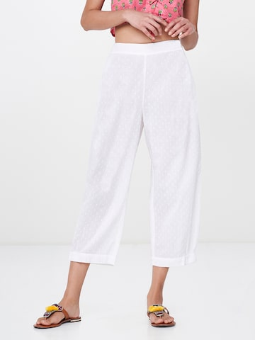 Global Desi Women White Original Regular Fit Solid Parallel Trousers Global Desi Trousers at myntra