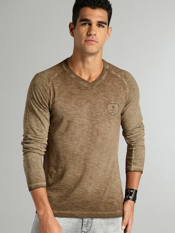 Roadster Men Brown Dyed V-Neck T-shirt Roadster Tshirts at myntra